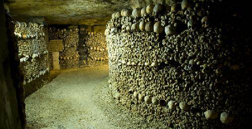 Paris Catacombs   tumba paris catacombs