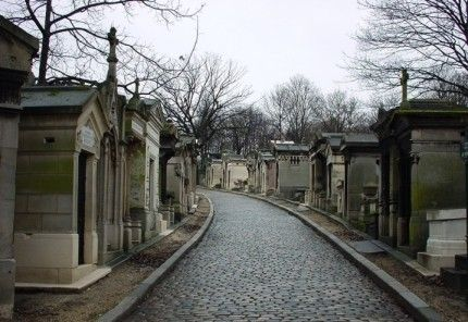 Visit Pere Lachaise Cemetry