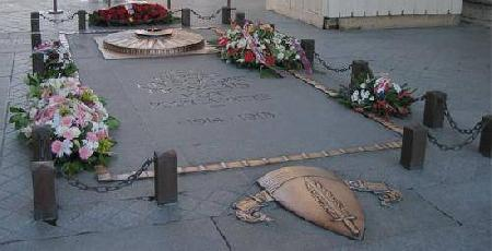 Visit The Unknown Soldier Tomb
