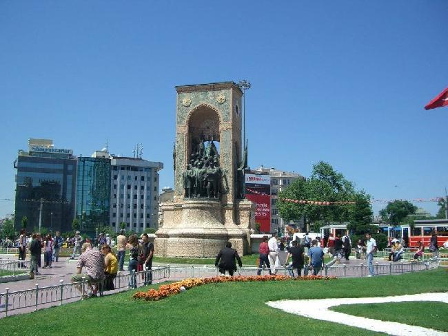 أكبر من ميدان تقسيم بضعفين: ساحة مركزية كبرى في باشاك شهير