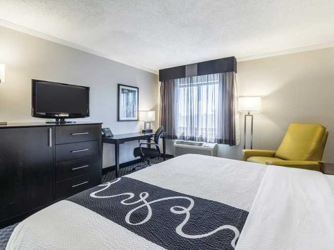 Best offers for La Quinta Inn & Suites Airport Cleveland